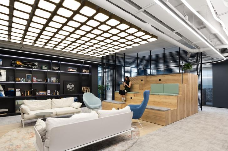 Фото №11 - Стильный монохромный офис цвета смолы в Санкт-Петербурге