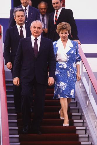 Фото №11 - Советский стиль: как одевались первые леди СССР