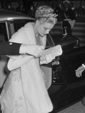 Фото №2 - Голливудский шик: история первой (и самой любимой) тиары Грейс Келли