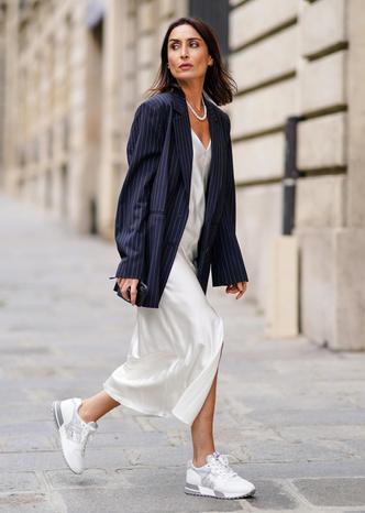 Фото №6 - Какие платья можно носить с кроссовками: советы стилиста