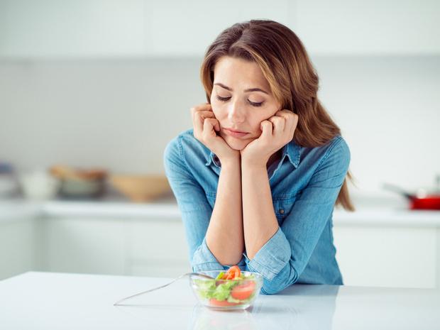 Фото №1 - Как отвлечься от мыслей о еде: 5 советов психолога