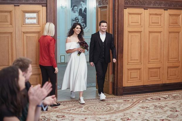 Фото №1 - Бывший бойфренд Собчак женился на певице, которую не видел своей женой