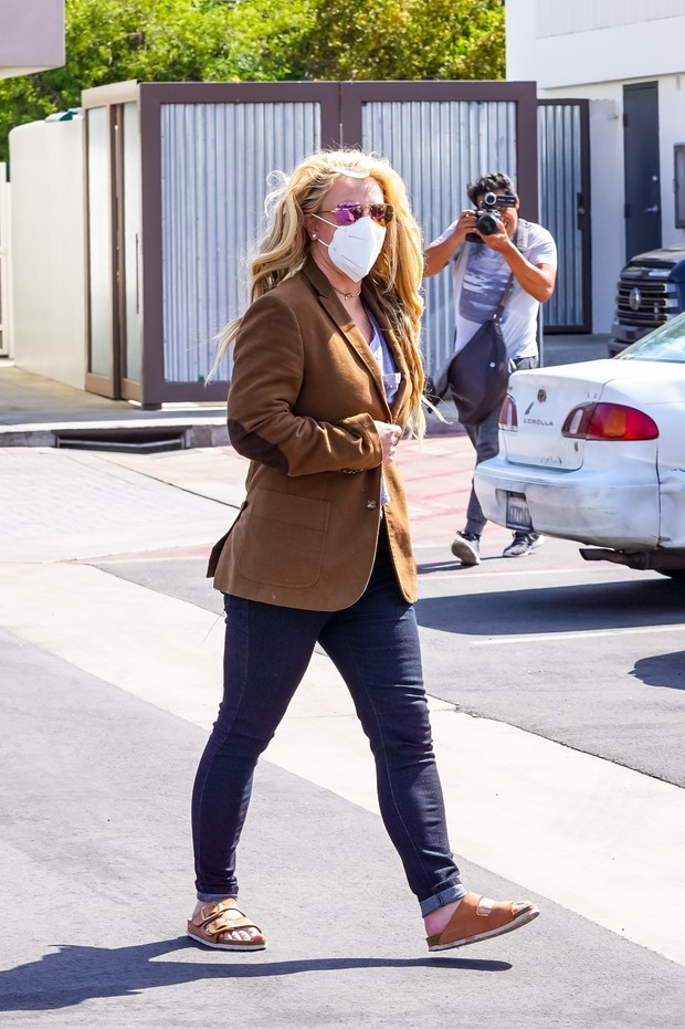 Фото №1 - Очень редкий выход: Бритни Спирс появилась на публике впервые за последний год