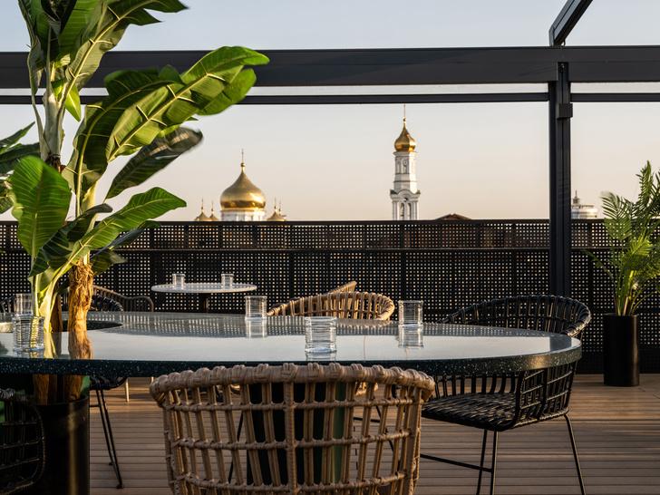Фото №1 - Бар с панорамными видами на крыше отеля в Ростове-на-Дону