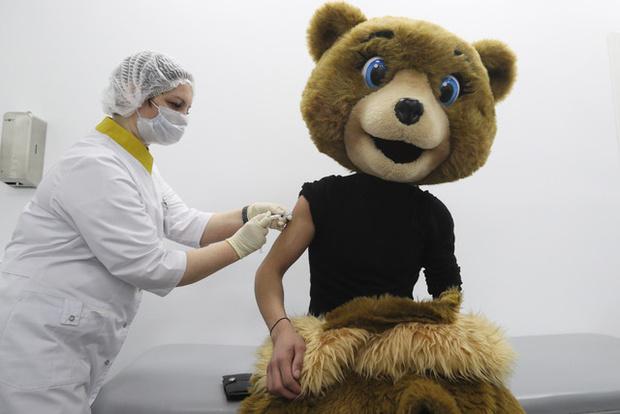 Фото №2 - Какую опасность могут представлять люди, сделавшие прививку от коронавируса