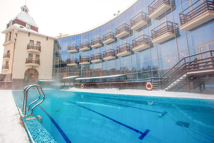 Фото №1 - 5 бассейнов под открытым небом, которые работают даже зимой