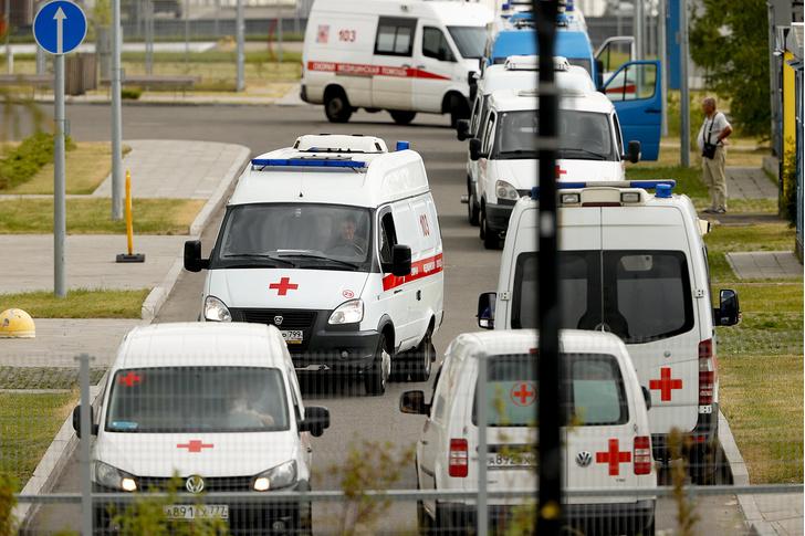 Фото №1 - Почемучетвертаяволна коронавируса накрыла Россию, а не весь мир? Отвечает врач из Израиля