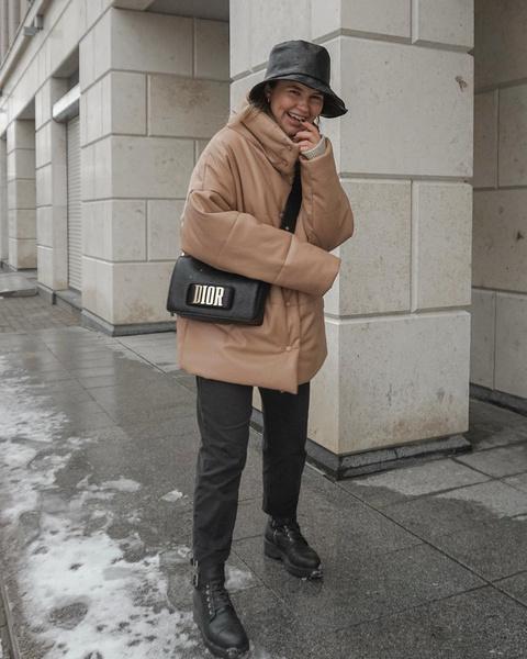 Фото №1 - Тренд: с чем носить кожаный пуховик зимой 2020-2021