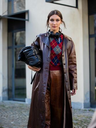 Фото №7 - Кожаные тренчи: как носить самые модные пальто сезона