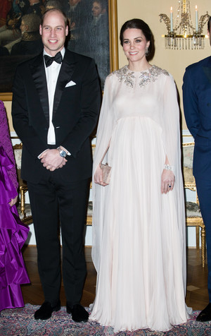 Фото №34 - Стильное положение: как одеваются беременные королевы, принцессы и герцогини
