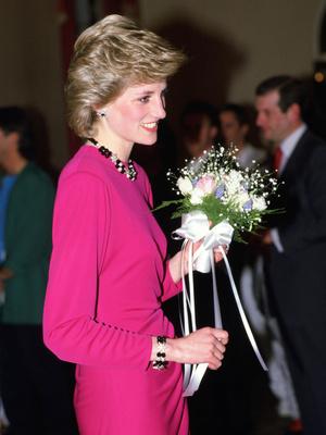 Фото №32 - От персикового до фуксии: как принцесса Диана носила розовый цвет (и почему он ей так шел)