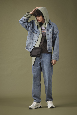 Фото №2 - Современный стиль+эстетика 90-х: новые мужские джинсы Levi's Stay Loose