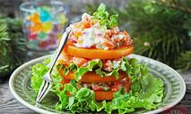 Мильфёй-салат из хурмы, овощей и брынзы
