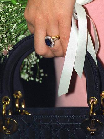 Фото №8 - Почему помолвочное кольцо Дианы стало предметом раздора в королевской семье