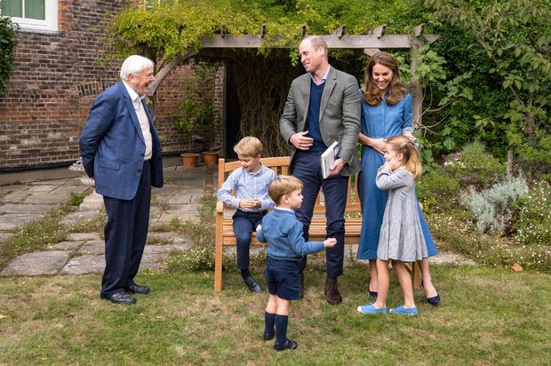 Фото №2 - Неожиданная причина, почему мы так часто видим Кейт в голубых и синих нарядах