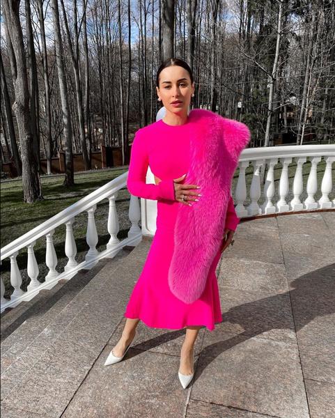 Фото №1 - Модные образы российских звезд за неделю: голосуем!