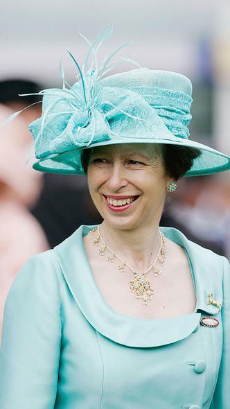 Фото №9 - Как королевские особы носят украшения с бирюзой: самые эффектные выходы