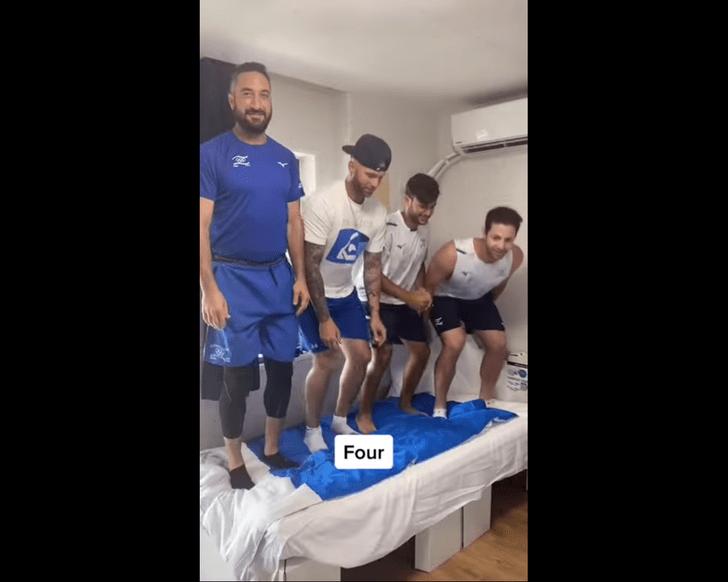 Фото №1 - Олимпийцам все-таки удалось сломать антисекс-кровать
