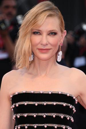 Фото №2 - Звездные блондинки и брюнетки одного возраста: кто выглядит старше