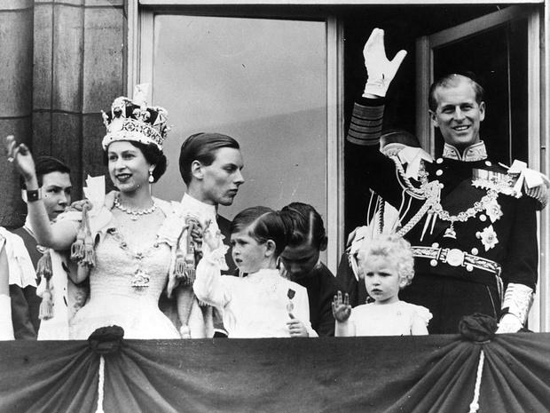 Фото №1 - Опасные игры: как принц Чарльз едва не сорвал коронацию Елизаветы II