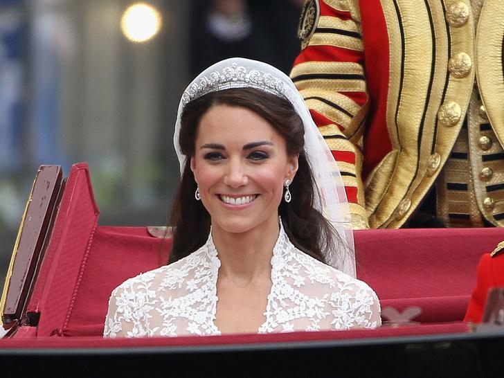 Фото №2 - Всегда безупречна: 10 лучших причесок герцогини Кейт на любой случай