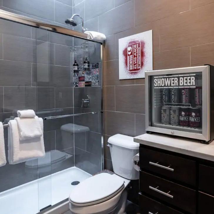 Фото №11 - Душ из слизи и мяукающий сосед: самые необычные услуги в отелях