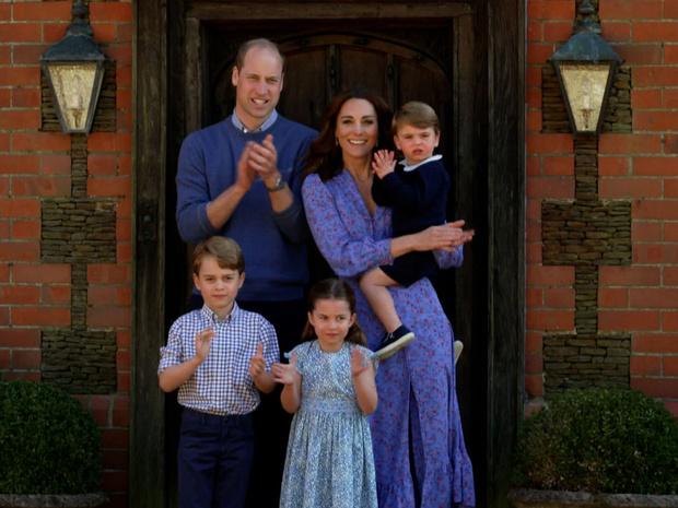 Фото №2 - Дворцовый кодекс: самое строгое правило для персонала Кейт и Уильяма