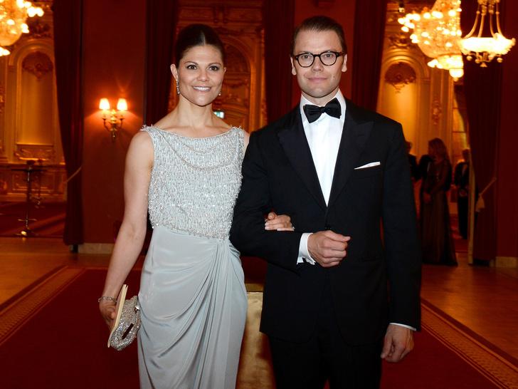 Фото №5 - Проверка чувств: королевские пары, которые не спешили жениться
