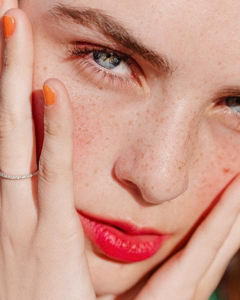 Фото №1 - Почему шелушится кожа и как ей помочь