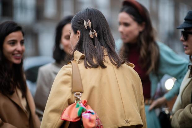 Фото №6 - Крабы для волос: как их носить сейчас (и где купить самые модные)