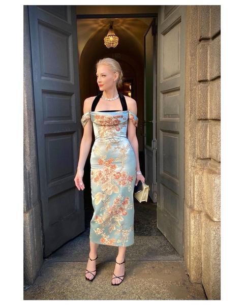 Фото №1 - По-королевски: Светлана Ходченкова примерила платье-картину и произвела фурор