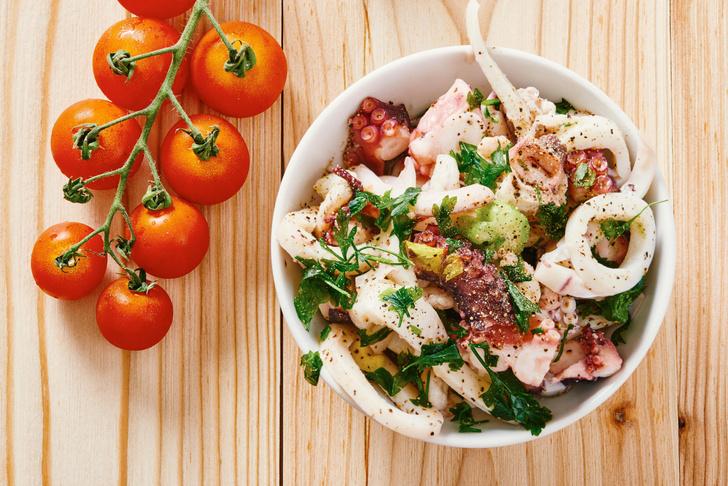 Фото №3 - Легкие и сытные салаты: 8 быстрых рецептов