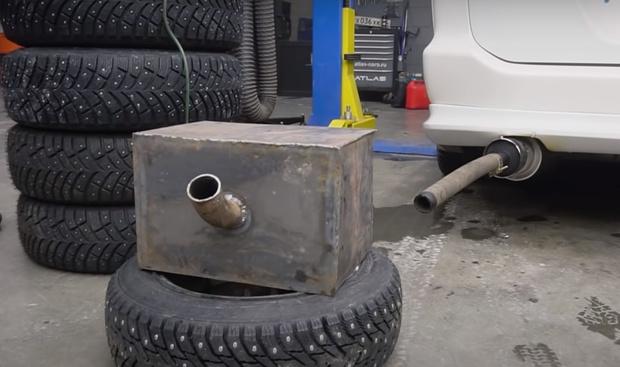 Фото №1 - Русские мужики проверили, можно ли очистить выхлопной газ противогазом (видео)