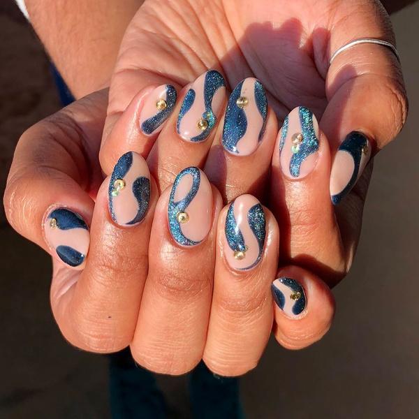 Фото №7 - Velvet nails: идеальный сияющий маникюр на лето