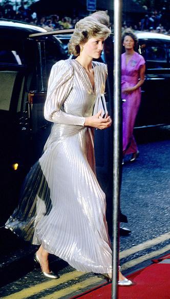 Фото №4 - Кейт была не первой: кто вдохновил герцогиню на самый блестящий выход за всю ее королевскую «карьеру»