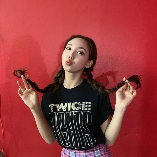 Фото №7 - Простые и модные прически для длинных волос: 10 лучших идей от Наён из TWICE