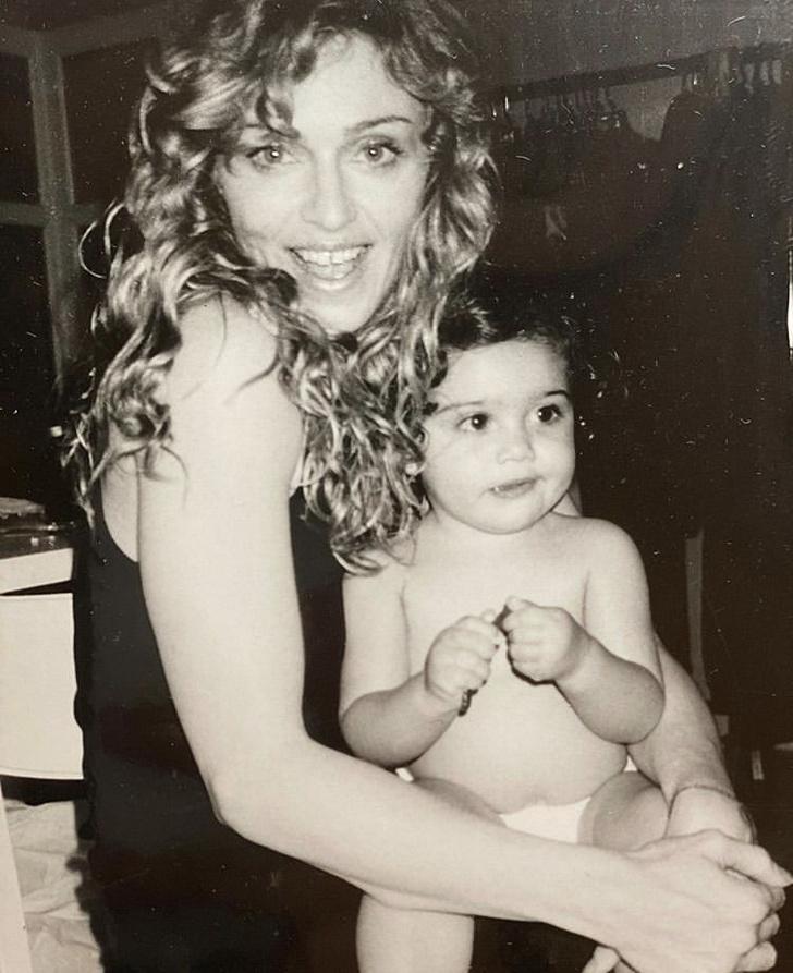 Фото №1 - Редкое фото: Мадонна с маленькой дочкой Лурдес