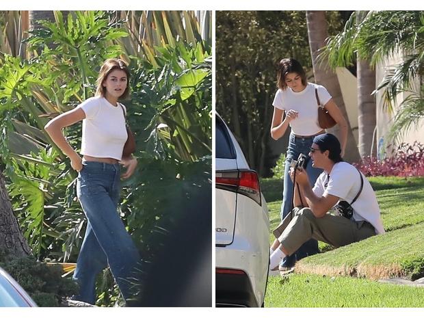 Фото №1 - Короткая белая футболка + самые актуальные джинсы: формула безупречного образа от Кайи Гербер