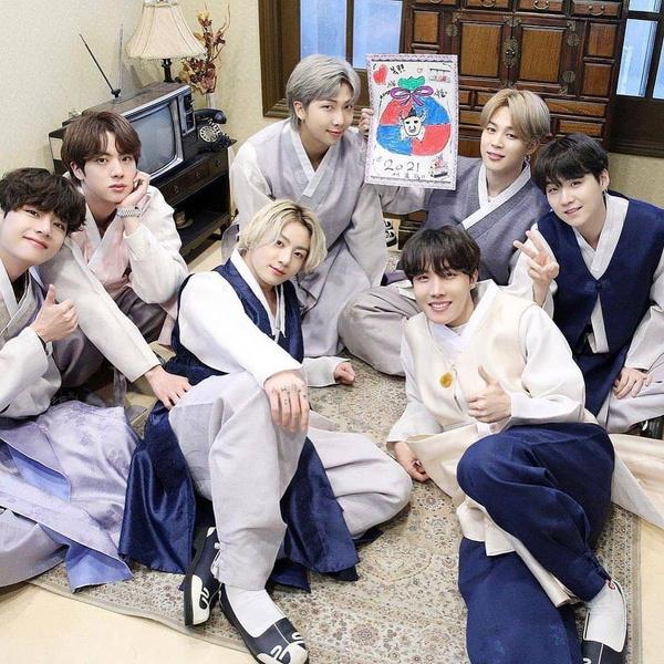 Фото №1 - Такие красивые: BTS поздравили фанатов с Лунным новым годом 💟