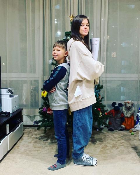 Екатерина Шпица показала, как кормит сына грудью