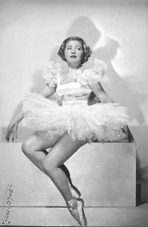 Фото №2 - Балерина, ударившая офицера СС каблуком, и другие примеры неудавшихся, но очень дерзких бунтов в истории