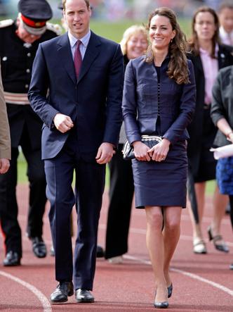 Фото №18 - До свадьбы и стилиста: какими были официальные выходы Кейт в статусе подруги принца