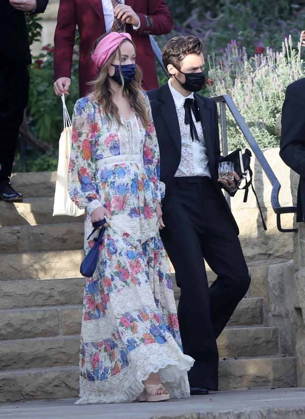 Фото №2 - Это официально: Гарри Стайлс впервые вышел в свет с новой возлюбленной— Оливией Уайлд
