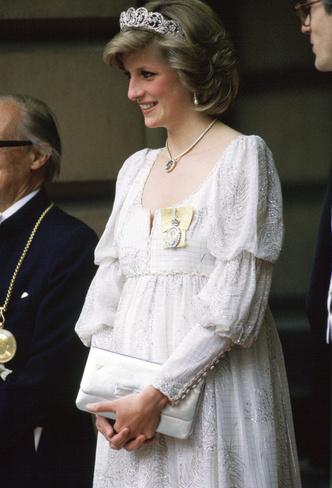 Фото №22 - Стильное положение: как одеваются беременные королевы, принцессы и герцогини