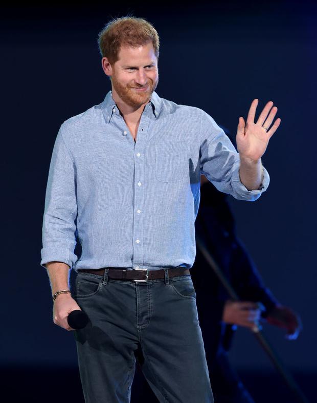 Фото №2 - Неужели родила? Принц Гарри выступил на концерте без Меган Маркл, хотя они должны были сделать это вместе