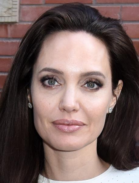 Фото №3 - Все ее трещинки: как на самом деле выглядит вблизи Анджелина Джоли