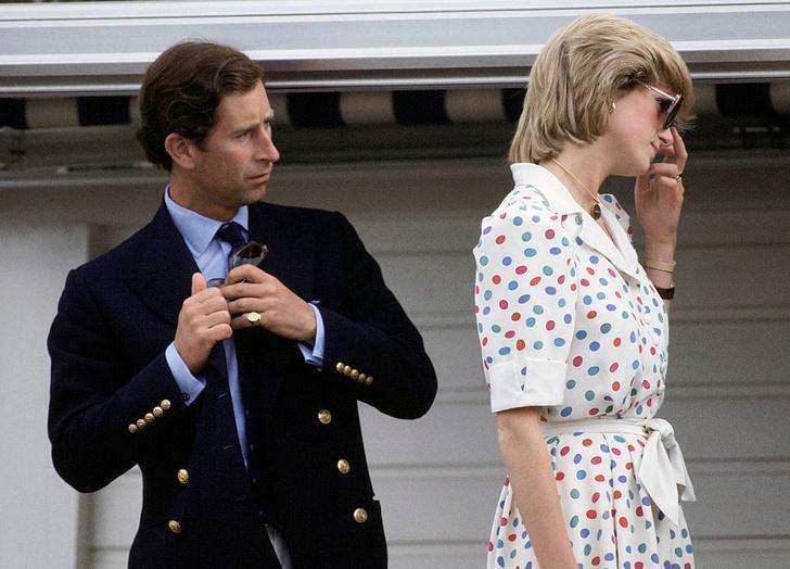 Фото №1 - Два слова, которые лучше всего описывают брак Чарльза и Дианы (и это не «счастливая семья»)