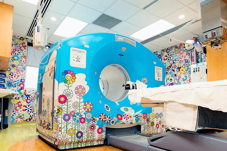 Фото №1 - Такаси Мураками украсил рисунками детскую больницу