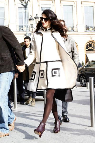 Фото №3 - Всегда безупречна: 11 лучших нарядов беременной Амаль Клуни