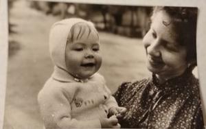 Фото №18 - Раньше взрослели быстрее? 30 фото советских мам и их дочек в одном возрасте